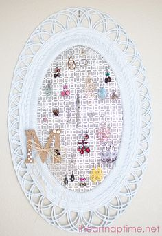 #DIY Jewelry Organizer on iheartnaptime.com  My new craft idea!! Yeesss!