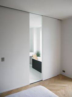 This completely renovated townhouse in Toulouse by the Paris based architecture firm RMGB reflects two different architectural styles of design. Cavity Sliding Doors, Internal Doors, Different Architectural Styles, Sliding Door Design, Sliding Door For Bathroom, Design Moderne, Bathroom Interior Design, Minimalist Home, Windows And Doors