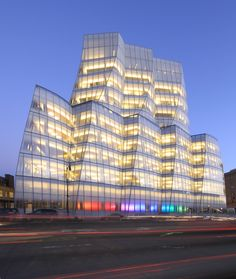 curved glass, IAC Building by Gehry Partners