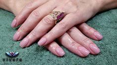 Ημιμόνιμο βερνίκι nude, η απλότητα και η διακριτικότητα δεν αναιρούν την κομψότητα!!! #semipermanent #nails #nude #manicure #vivere