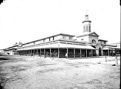 Sydney Fruit Markets at the corner of Market and George Streets, Sydney in Royal Australian Historical Society Historical Architecture, Ancient Architecture, Historical Images, Historical Society, Old Pictures, Old Photos, Victorian Life, Blue Mountain, Sydney