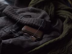 Knit stole: Inis meain Knit cap: Inis meain Wallet: Christian Peau Jacket: Christian Peau Glasses: Coolens