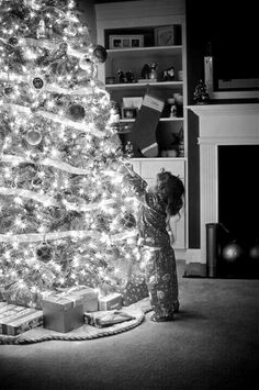 Such a sweet Christmas moment.