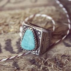 Vintage Arrow Turquoise Ring, Sweet Vintage Jewelry - StyleSays |Pinned from PinTo for iPad|
