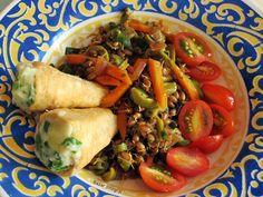 Salada de trigo integral com cenoura, azeitonas verdes, tomates cerejas, canudinhos com maionese de batata