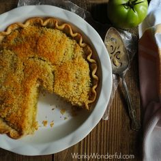 This Fried Green Tomato Pie has the tangy flavor of fried green tomatoes wrapped in a flaky pie crust, topped with bread crumbs and creamy remoulade sauce. Green Tomato Pie, Tomato Cake, Green Tomato Recipes, Entree Recipes, Pie Recipes, Brunch Recipes, Vegetable Recipes, Yummy Recipes, Tomatoes