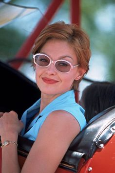 Ashley Judd in Divine Secrets of the Ya Ya Sisterhood - 2002- Maybe I can salvage my foray into short hair-dom if I get it cut a little more like this.