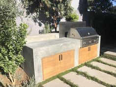 Modern outdoor garden in Venice Beach, California with concrete cooking space and built-in barbecue grill. #builtingrill #outdoorcooking #outdoorcookingspace #outdoorkitchen #cookingoutside #grilling #grill #moderngrill #garden #concretepavers #concrete #venicebeach #california #outdoordiningspace #patiofurniture #patio #moderngarden #gardening #gardendesign #landscapearchitecture #landscapedesign #landscaping #landscape #yard #backyard