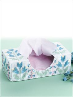 Capture the beauty of an aromatic perennial garden with this artistic tissue box cover. Skill Level: Beginner