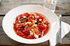 Förrätt, stor. Femtio tomatklyftor och krabba. Knäppt men gott.