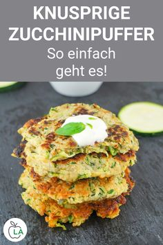 Zucchini Buffer Recipe - Vegetarian Dish with Zucchini- Zucchinipuffer Rezept – Vegetarisches Gericht mit Zucchini These zucchini buffers are a healthy and vegetarian weight loss dinner. Here you will find the simple zucchini recipe for cooking. Vegetarian Recipes Dinner, Lunch Recipes, Healthy Dinner Recipes, Beef Recipes, Breakfast Recipes, Vegetarian Dish, Breakfast Healthy, Free Breakfast, Easy Zucchini Recipes