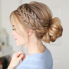 Braided Hairstyle for Long Hair! Today we are going to talk about those gorgeous braid styles. I will show you the best and trendy hair braid styles with some video tutorials. Bride Hairstyles, Easy Hairstyles, Cool Girl Hairstyles, Braided Hairstyles For Short Hair, Little Girl Wedding Hairstyles, Hairstyles For Weddings, Hairstyle For Long Hair, Waitress Hairstyles, Braided Updo