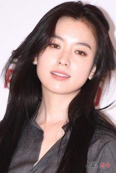Chiều 14/9, Han Hyo Joo đã xuất hiện cực xinh đẹp và thu hút tại sự kiện khiến ai nhìn cũng phải trầm trộ khen ngợi.