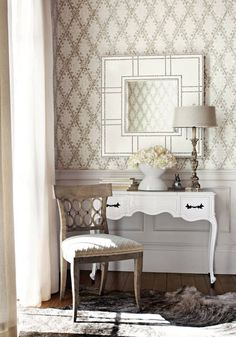 La Gioconda #wallpaper in #white and #grey from the Artisan collection, and Nadia Trellis #woven #fabric in #cream from the Residence collection. #Thibaut
