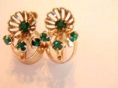 Vintage Emerald Earrings / 40's Earrings / Emerald Jewelry / Screw Back Earrings / Gold Earrings / Green Earrings / Green Jewelry by TamJewelryandUniques on Etsy