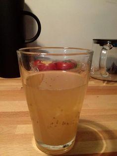 """Fruitvliegjes vangen met cocktail van appelsap, azijn en afwasmiddel . """"Werkt"""", aldus @alings"""