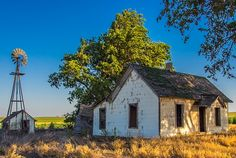 Abandoned farm house in Kansas by mhphoto Abandoned Farm Houses, Old Farm Houses, Abandoned Mansions, Old Buildings, Abandoned Buildings, Abandoned Places, Derelict House, Autumn Photos, The Barnyard