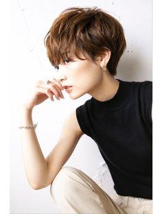 Short Permed Hair, Girl Short Hair, Short Hair Cuts, Bangs With Medium Hair, Medium Hair Styles, Curly Hair Styles, New Hair Look, Love Hair, Asian Haircut