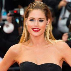 Fronut, carré flou, boucles hollywoodiennes et autres chignons… Les stars redoublent d'idées et de légèreté pour leur mise en beauté sur le tapis rouge de la 68e édition du Festival de Cannes. Nous vous avons sélectionné ici un florilège des plus belles coiffures des célébrités pour vous inspirer ou tout simplement vous faire rêver. http://www.elle.fr/Cannes/Look-de-stars/Coiffure-Cannes