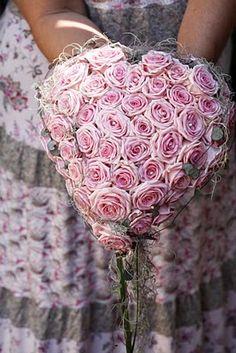 Pink Heart Etiquette. Make it even more unique with Valentine LINDOR truffles! #LINDTHELLO