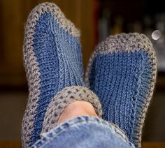 Knitting Patterns Slippers Slater-these? Ravelry: Project Gallery for Non-felted Slippers pattern by Yuko Nakamura Felted Slippers Pattern, Crochet Slipper Pattern, Knitted Slippers, Knit Or Crochet, Crochet Hats, Easy Knitting, Knitting Stitches, Knitting Socks, Knitting Patterns