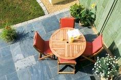 Follow our practical advice on laying a garden patio in only a weekend, using our step by step guide, from the experts at BBC Gardeners' World Magazine.