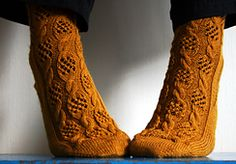 Ravelry: Fischernetze pattern by Elke Becker This pattern is available as a free Ravelry download but instructions for advanced knitters without explanation of cuff, heel and toe. Only the charted pattern in two sizes.