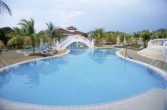 Cuba  CAYO ENSENACHOS  ... un'isola ... un hotel Situato a Cayo Ensenachos sulla costa Nord di Villa Clara, provincia centrale del paese, l'Iberostar Ensenachos è inserito in una delle più belle aree naturalistiche di Cuba ed è l'unica costruzione di tutto il Cayo.