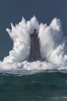 Le Four, phare de la mer d'Iroise by fabricerobben http://ift.tt/1wDbMOT