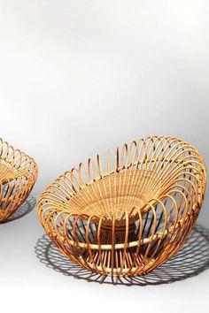 Paire de chauffeuses Soleil, en rotin, design Jeanine Abraham et Dirk Jan Rol, éd. 1958 Rattan Basket, Wicker, Chair Design, Furniture Design, Bamboo Art, Bamboo Furniture, Home And Deco, Scandinavian Interior, Metal Working