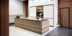 Home ID keuken|Keuken woonbeurs|Tinello keuken modern|Olijfhout| Decor, Kitchen Pantry, Beautiful Kitchens, Kitchen Interior, Kitchen, Interior, Dream Kitchen, Future Kitchen, Home Decor