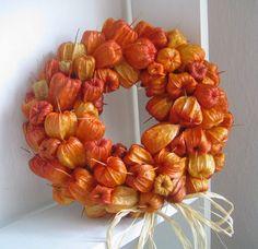 By Michel Design: Podzimní dekorace - Halloween Suggestions Autumn Crafts, Nature Crafts, Halloween Decorations, Christmas Decorations, Fall Flower Arrangements, Lavender Wreath, Deco Nature, Deco Floral, Welcome Wreath