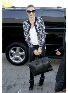 Miranda Kerr    Look de star Glamour    En talon ou en basket, lors d'une cérémonie ou à l'aéroport, Miranda Kerr est toujours au top.