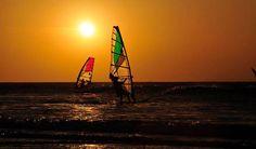 Windsurf em Jericoacoara, destaque importante é o esporte, escolas de windsurf, kitesurf, capoeira, sandboard, vem sendo um dos atrativos mais importantes da região.