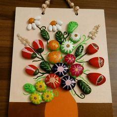 Aranjman çiçekler#taşboyama#tasboyamasanatı#stoneart #paintedrocks #beatifulstone #handmade#renkler#çiçekler#ahşap