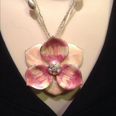 """Selling this """"REDUCED Flower Necklace and earring set"""" in my Poshmark closet! My username is: mtnoonan. #shopmycloset #poshmark #fashion #shopping #style #forsale #Jewelry"""
