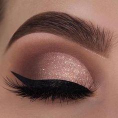 Olha que olho mais lindoooooo! E a precisão desse delineado? Incrível! Qual cor de batom vocês usariam com esse olho? ❤️| By @makeupthang - marquem as produções de vocês para eu acompanhar #maquiagemx