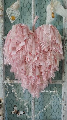 50 inspiring nursery ideas for your baby - cute designs loveBreathtaking kindergarten ideas to create a comfortable space for your new baby nurserydecor interior homedecor babygirlroom Pink rag fabric lace heart, wedding prop, bridal Shabby Chic Wreath, Shabby Chic Crafts, Vintage Shabby Chic, Shabby Chic Homes, Shabby Chic Style, Shabby Chic Decor, Vintage Lace, Vintage Country, Pink Fabric