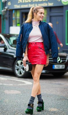Want to know the best color combinations for clothing this spring? See the five color combinations for spring that street style girls can't get enough of.