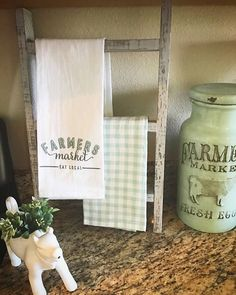 Tea towel ladder / Farmhouse kitchen ladder / mini wood ladder - Home Design Inspiration Country Farmhouse Decor, Farmhouse Furniture, Farmhouse Chic, Country Kitchen, Kitchen Furniture, Cottage Furniture, Rustic Decor, Furniture Ideas, Farmhouse Kitchens