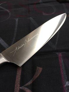 Personalización de cuchillos para influencers gastronómicos en el restaurante Vaca Nostra de Madrid