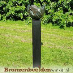 """Een abstract tuinbeeld van brons genaamd: """"Bloem des Levens"""" met een groene gepatineerde kleur. Deze Bloem des Levens zorgt voor harmonie en innerlijke rust. #tuinbeelden #tuinbeeld #tuinbeeldbloem #bloementuinbeeld #bronzentuinbeelden Bird, Abstract, Outdoor Decor, Home Decor, Art, Homemade Home Decor, Birds, Decoration Home, Birdwatching"""