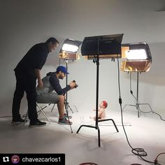 Behind the scenes by @chavezcarlos1 : Photomode! #studiolife @ivaniso82 #kinoflo