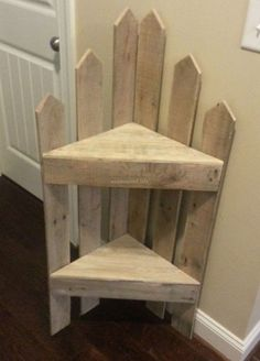DIY furniture projects with wooden pallets - pallet corner shelf # Pallet furniture Old Pallets, Recycled Pallets, Recycled Wood, Wooden Pallets, Wooden Diy, Pallet Wood, Outdoor Pallet, Pallet Benches, Pallet Tables