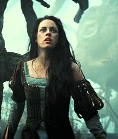 "Kristen Stewart as Snow White in ""Snow White and the Huntsman"" directed by Rupert Sanders. Kristen Stewart, Xmen, Pulp Fiction, Huntsman Movie, Hunger Games, Snowwhite And The Huntsman, Ella Enchanted, Twilight, Warrior Queen"