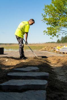 Askelkivi mukailee ilmeeltään ja muodoiltaan luonnonkiveä. Kiviä on viittä eri muotoa. Kokonsa ja ilmeensä puolesta tuote sopii erinomaisesti polkujen päällystämiseen ns. askelkivenä. Kivet on helppo asentaa, ja valmista pintaa syntyy nopeasti.