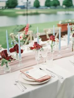 Simple wedding reception center pieces with minimalist red flowers and blue candlesticks Summer Wedding Centerpieces, Tropical Centerpieces, Small Centerpieces, Simple Wedding Decorations, Simple Weddings, Centerpiece Ideas, Wedding Ideas, Wedding Stuff, Wedding Gifts