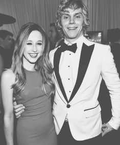 American Horror Story - Taissa Farmiga & Evan Peters would make an adorable couple :P Evan Peters, Perfect People, Pretty People, Beautiful People, Ahs, Tate And Violet, American Horror Story 3, Movies And Series, My Sun And Stars