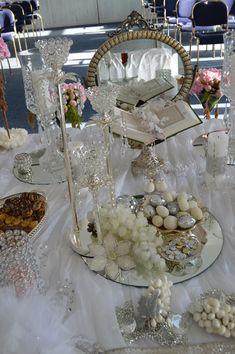 Sofreh Aghd Iranian Wedding, Persian Wedding, Chic Wedding, Wedding Stuff, Indian Wedding Decorations, Table Decorations, Bridal Flowers, Henna, Boho Chic