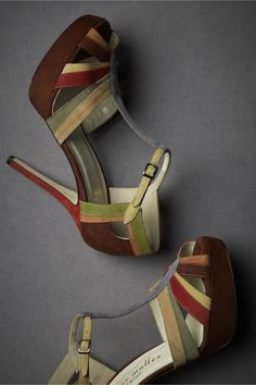 Love the vintage vibe these heels have.